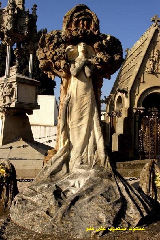 2853 منحوت منصوب على قبر
